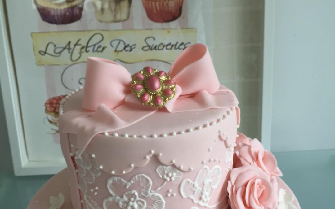 Gâteau Fiançailles Rose et Brodé