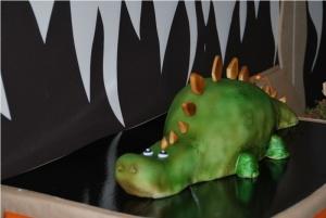 Gâteau sculpté dinosaure - 30 parts 300€