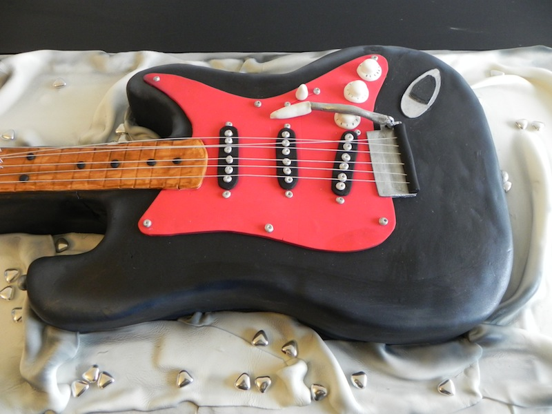 Une soirée Rock in Roll – Gâteau Guitare